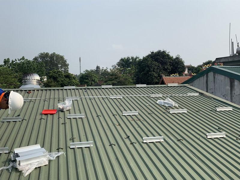 lắp đặt khung đỡ pin mặt trời